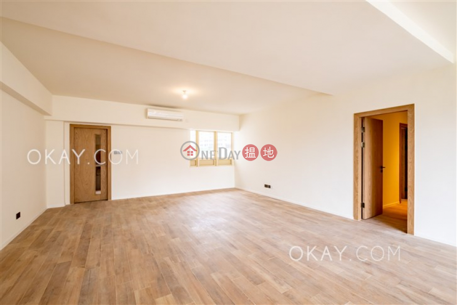 HK$ 90,000/ month | St. Joan Court | Central District, Exquisite 3 bedroom with balcony | Rental