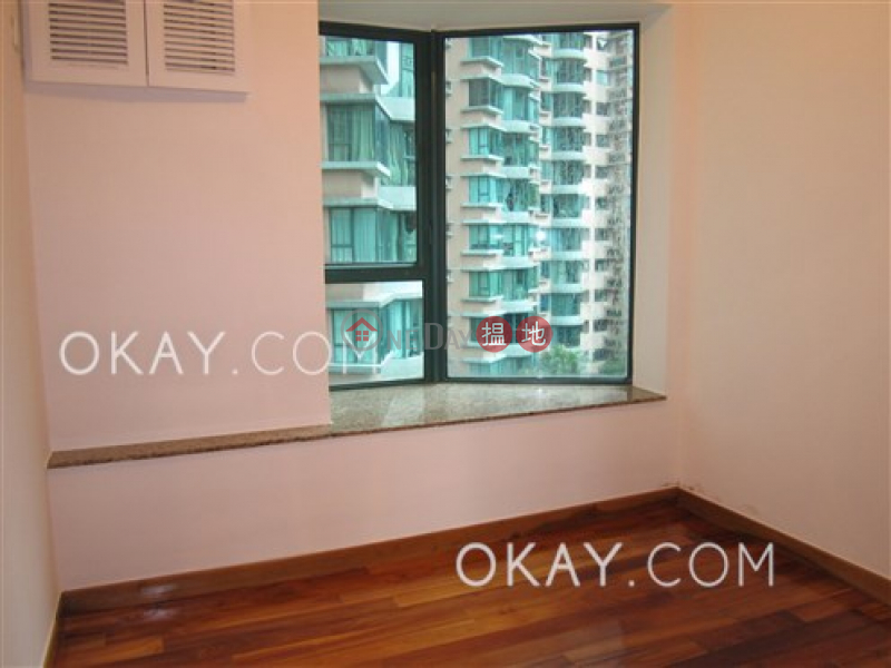 Unique 3 bedroom with balcony & parking | Rental | Hillsborough Court 曉峰閣 Rental Listings