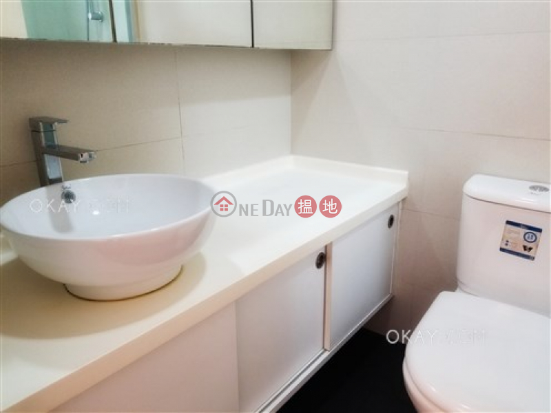 HK$ 16M, Block 2 Phoenix Court Wan Chai District | Efficient 3 bedroom with balcony | For Sale