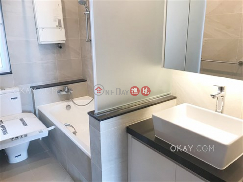 Lovely 3 bedroom on high floor with balcony | Rental | Discovery Bay, Phase 4 Peninsula Vl Coastline, 44 Discovery Road 愉景灣 4期 蘅峰碧濤軒 愉景灣道44號 Rental Listings