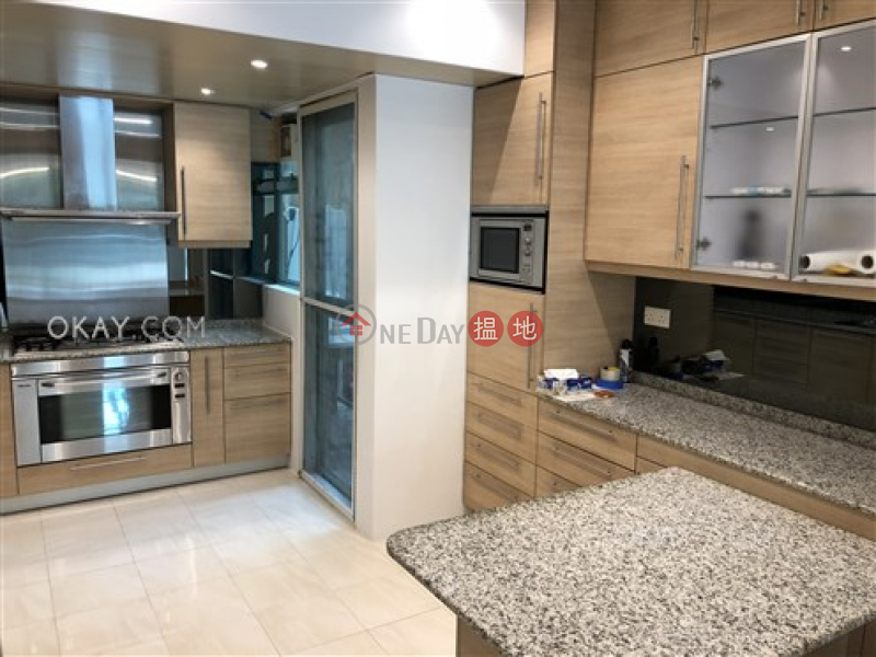 HK$ 25M | Discovery Bay, Phase 12 Siena Two, Block 12 | Lantau Island | Unique 3 bedroom with sea views | For Sale