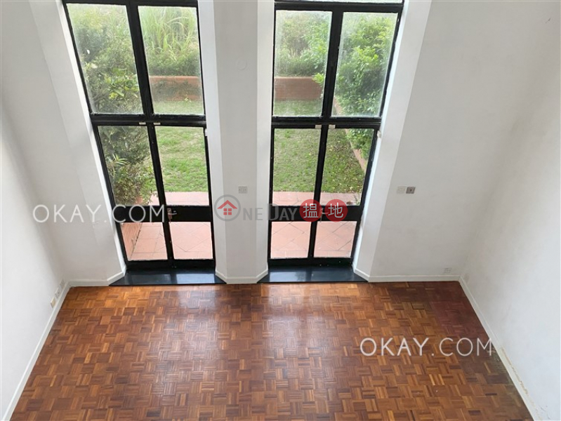 Beautiful house with balcony | Rental, Strawberry Hill 紅梅閣 Rental Listings | Central District (OKAY-R15313)