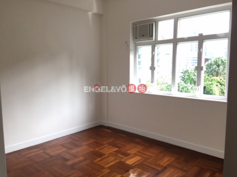 HK$ 66,000/ month Grosvenor House, Central District   3 Bedroom Family Flat for Rent in Central Mid Levels