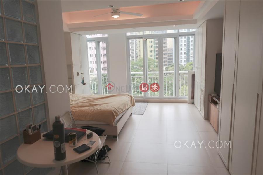 Practical studio with rooftop   Rental, 236 Hollywood 荷李活道236號 Rental Listings   Tai Po District (OKAY-R245148)