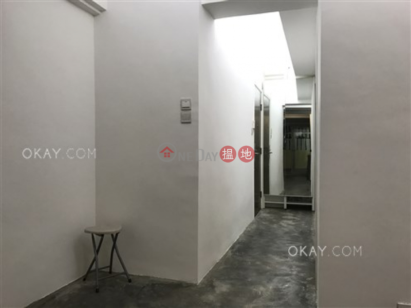 HK$ 8.9M, Ming Hing Building, Wan Chai District | Intimate 2 bedroom with terrace | For Sale