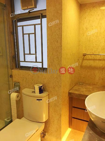 HK$ 26.8M The Waterfront Phase 1 Tower 3, Yau Tsim Mong, The Waterfront Phase 1 Tower 3 | 3 bedroom Mid Floor Flat for Sale