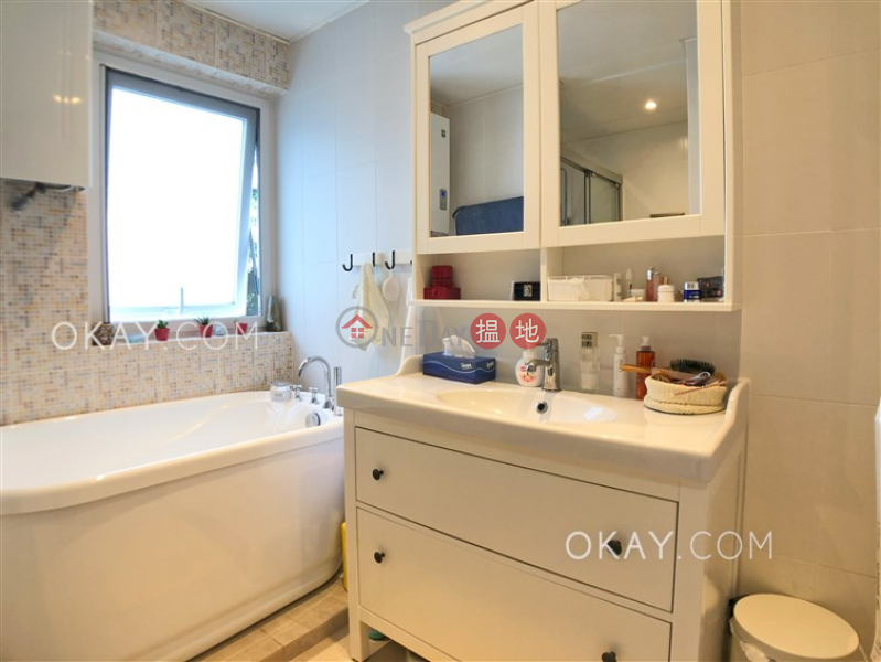 HK$ 8.92M | Nam Shan Village, Sai Kung | Cozy house on high floor with rooftop & balcony | For Sale