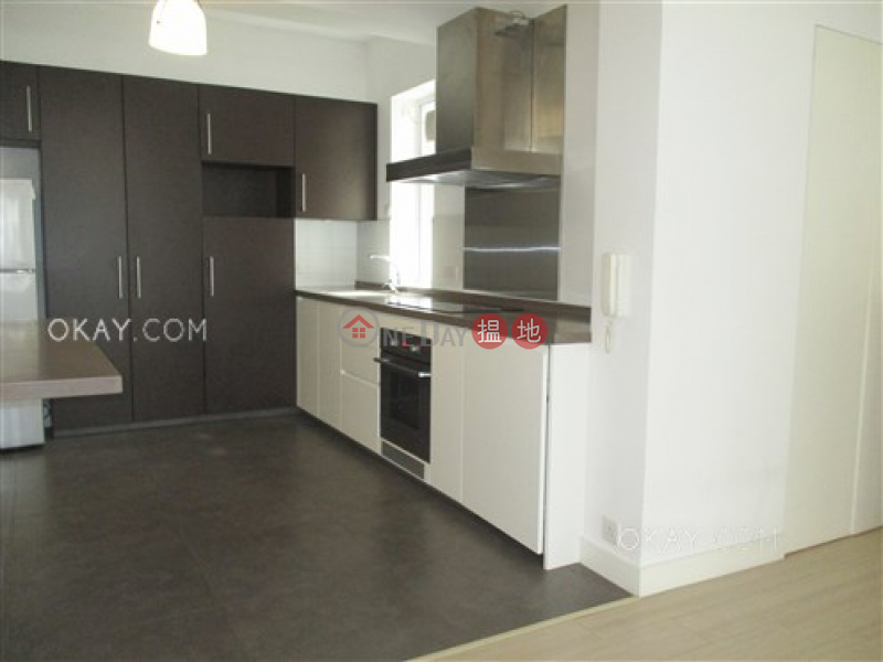 Efficient 2 bedroom with balcony | For Sale | Newtown Mansion 新唐大廈 Sales Listings