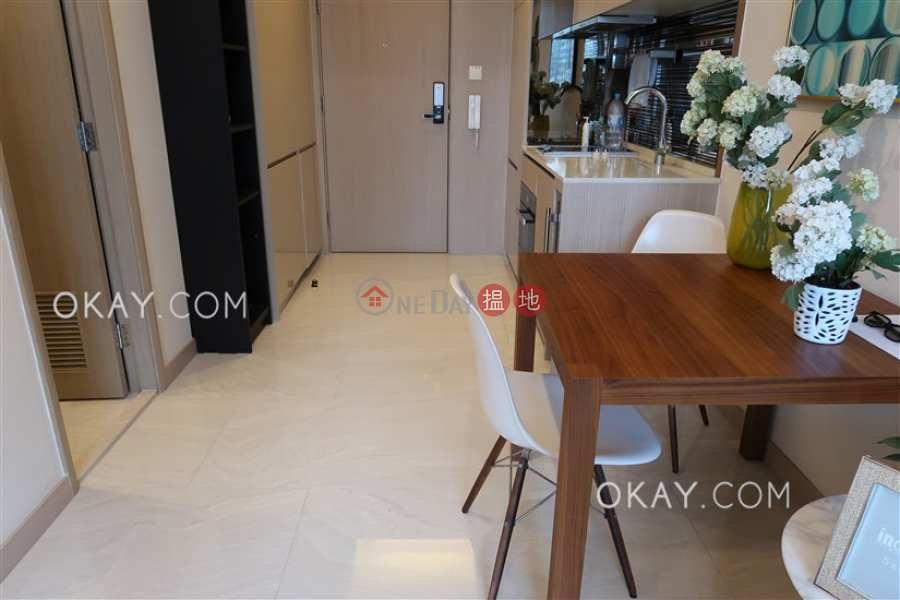 Luxurious 1 bedroom with balcony | For Sale | King\'s Hill 眀徳山 Sales Listings
