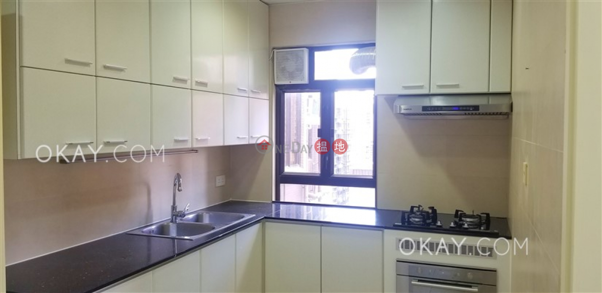 HK$ 87,000/ 月雲暉大廈C座-灣仔區3房2廁,實用率高,極高層,連車位《雲暉大廈C座出租單位》