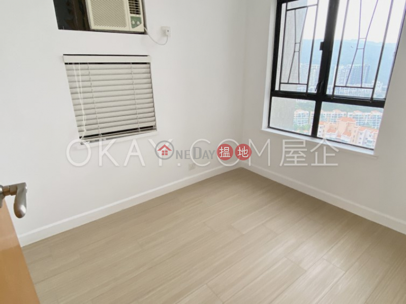 HK$ 9.38M, Discovery Bay, Phase 5 Greenvale Village, Greenburg Court (Block 2) Lantau Island   Intimate 3 bedroom on high floor with balcony   For Sale