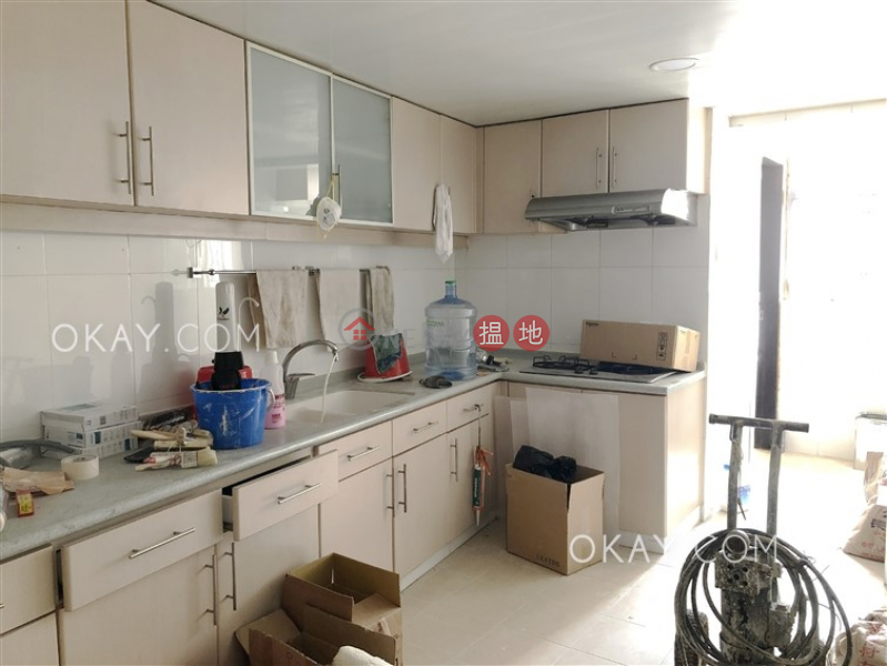 Lovely 4 bedroom on high floor with balcony & parking | Rental | OXFORD GARDEN 晉利花園 Rental Listings