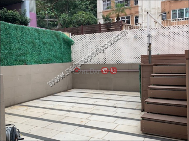 HK$ 19,500/ month | Kin On Building | Wan Chai District | Apartment with Terrace for Rent in Wan Chai