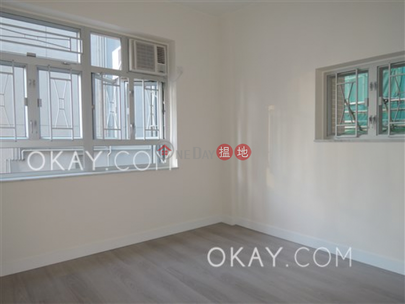 HK$ 28,000/ month, Yee Hing Mansion | Wan Chai District | Practical 3 bedroom with balcony | Rental