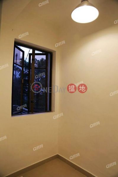 Property Search Hong Kong | OneDay | Residential, Sales Listings La Salle Building | 3 bedroom Mid Floor Flat for Sale