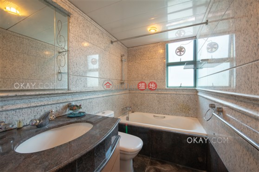 香港搵樓 租樓 二手盤 買樓  搵地   住宅出租樓盤3房2廁,實用率高,極高層,連車位《東山台18號出租單位》