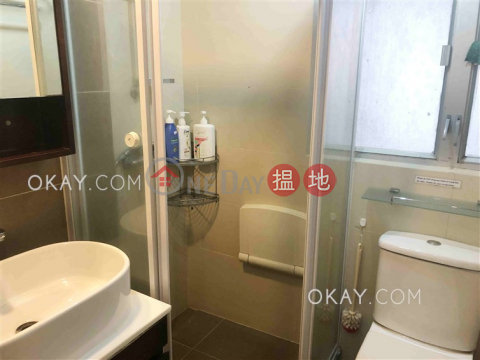 Generous 3 bedroom with balcony | Rental|Wan Chai DistrictChong Hing Building(Chong Hing Building)Rental Listings (OKAY-R4821)_0