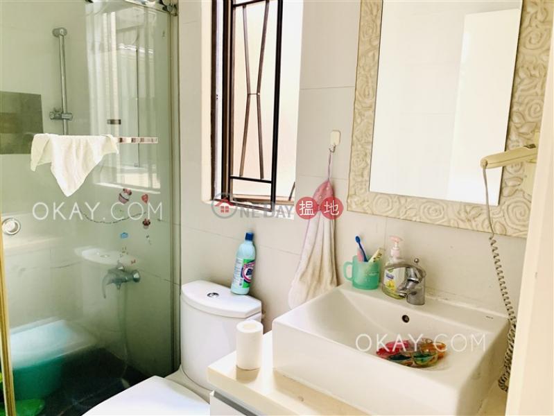 HK$ 33,000/ month | Roc Ye Court | Western District Popular 3 bedroom in Mid-levels West | Rental