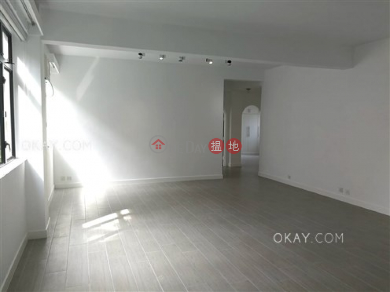 Efficient 3 bedroom with sea views & parking | For Sale | 18-22 Crown Terrace 冠冕臺18-22號 Sales Listings