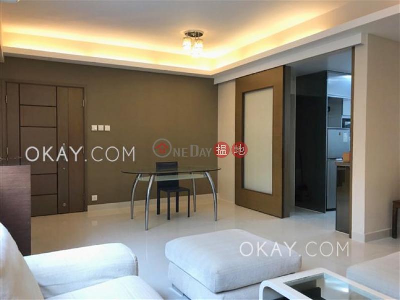 Tasteful 3 bedroom with parking | For Sale | Glen Haven 嘉麗園 Sales Listings