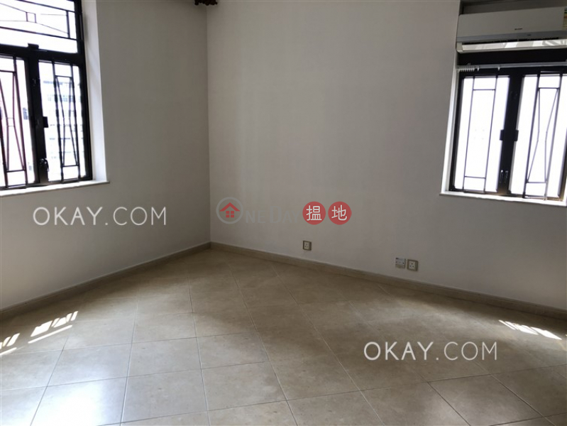 HK$ 18.38M, Block 4 Mandarin Court, Kowloon City | Luxurious 3 bedroom with parking | For Sale