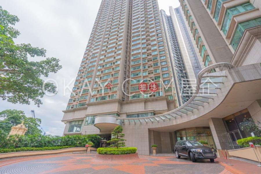 3房2廁,實用率高,極高層,星級會所雍景臺出售單位 70羅便臣道   西區香港 出售HK$ 3,800萬