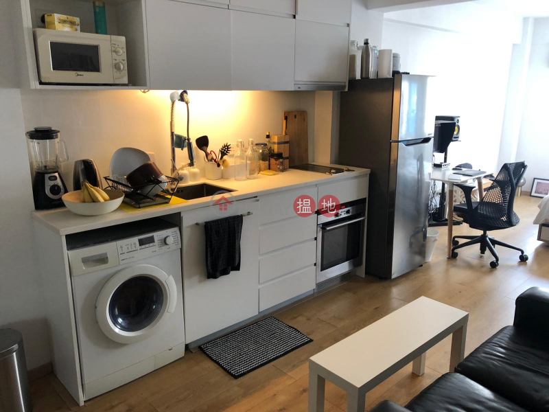 NO AGENCY FEE! Bright, contemporary studio (or office),in heart of central financial district + local art scene near MTR. | New Central Mansion 新中環大廈 Rental Listings