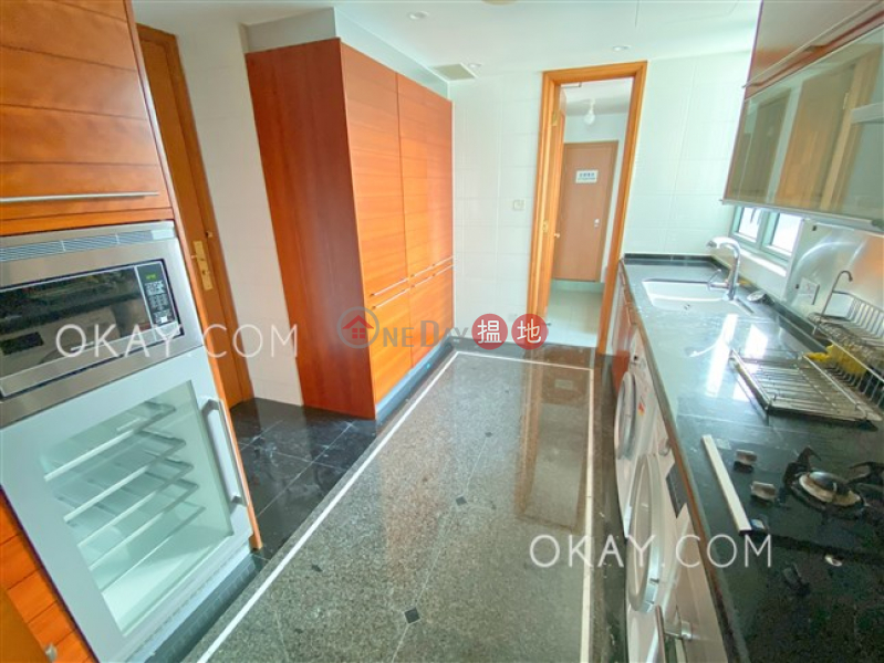 HK$ 136,000/ month, Branksome Crest Central District, Stylish 3 bedroom on high floor with balcony & parking | Rental