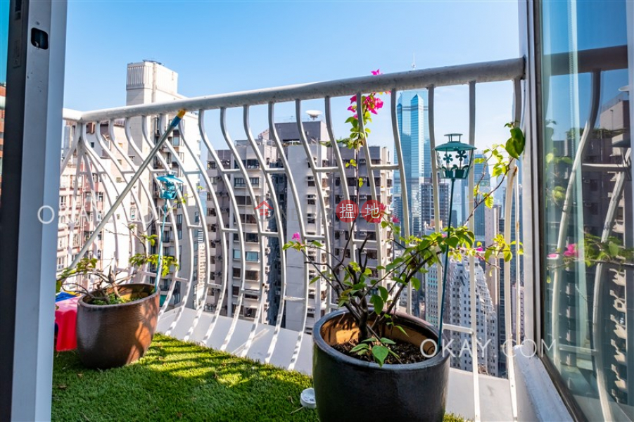 Charming penthouse with rooftop & parking | For Sale | Caine Mansion 堅都大廈 Sales Listings