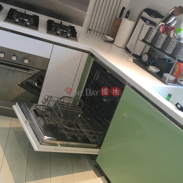 3 Bedroom Family Flat for Rent in Pok Fu Lam | 216 Victoria Road | Western District, Hong Kong, Rental | HK$ 100,000/ month