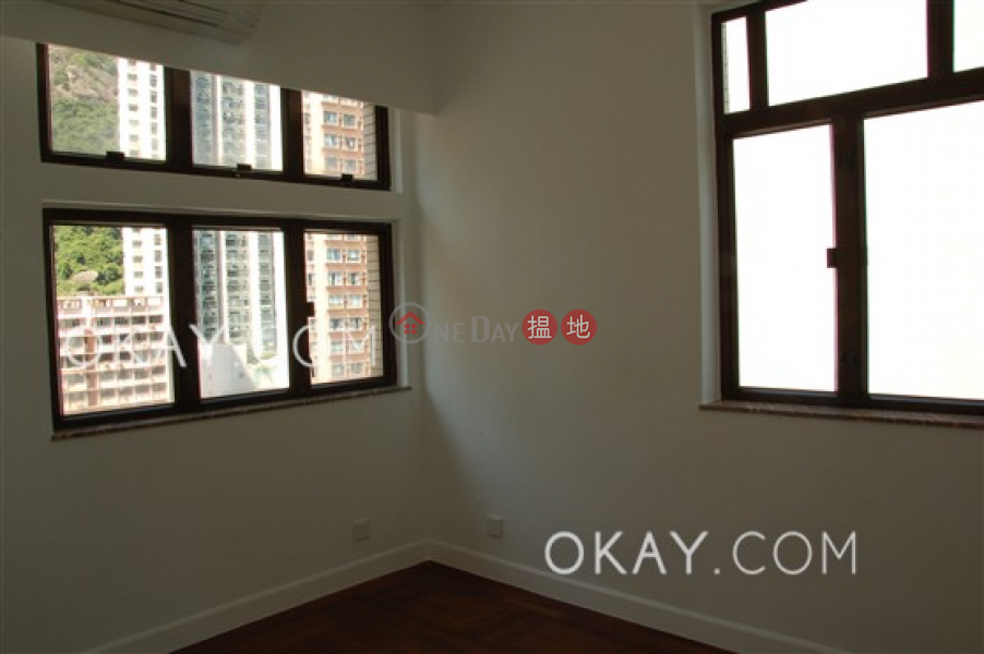 Nicely kept 2 bed on high floor with sea views | For Sale | King\'s Court 瓊林閣 Sales Listings