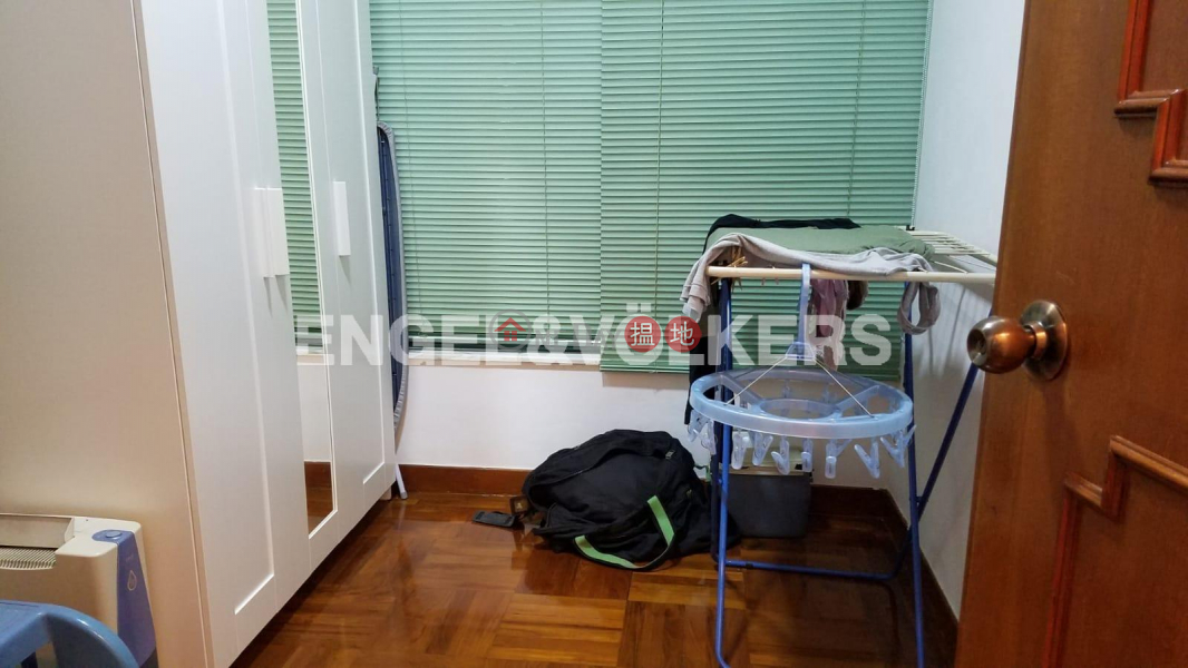 HK$ 33,000/ month Peaksville, Western District, 3 Bedroom Family Flat for Rent in Mid Levels West