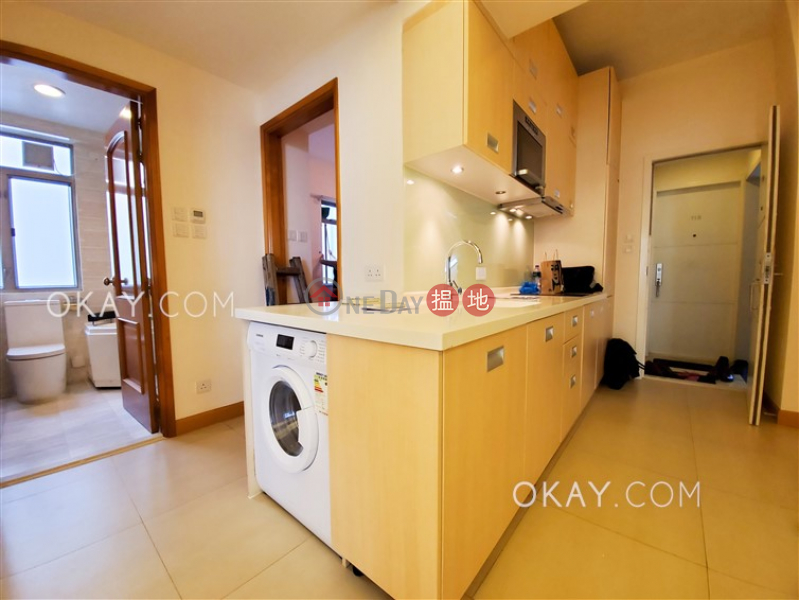 HK$ 37,000/ month, Robinson Mansion, Western District Lovely 2 bedroom on high floor with rooftop & balcony   Rental