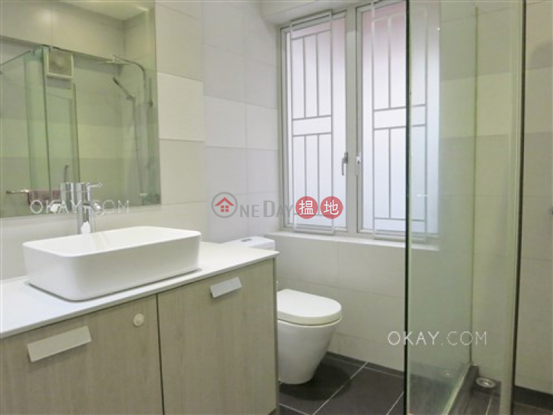 HK$ 19M | Vancouver Mansion, Wan Chai District | Charming 3 bedroom with terrace & balcony | For Sale