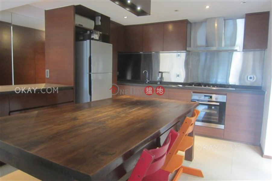 Unique house with sea views, rooftop & balcony   For Sale   Tai Hang Hau Village 大坑口村 Sales Listings