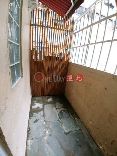 Evoa Building, Good Location, must See, Evora Building 裕利大廈 Rental Listings   Western District (Agent-9969195359)