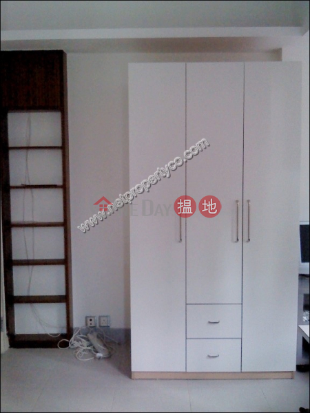 Unit with Rooftop for Rent in Mid-Levels Central | Tai Ning House 太寧樓 Rental Listings