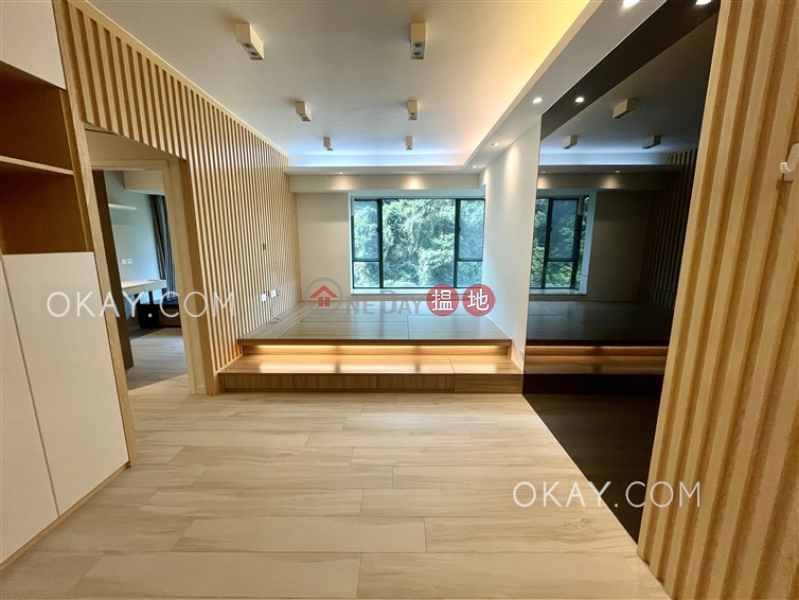 Unique 2 bedroom with parking | For Sale, Hillsborough Court 曉峰閣 Sales Listings | Central District (OKAY-S21060)