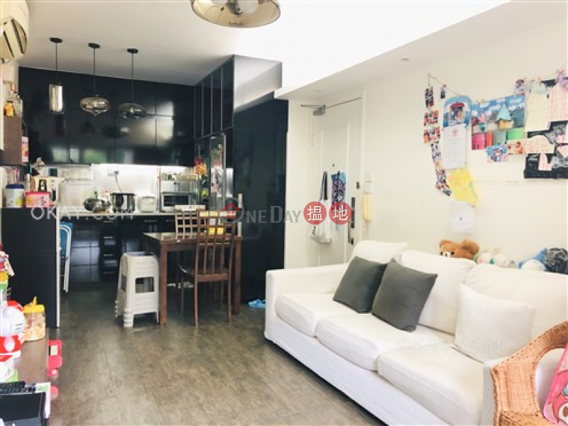 HK$ 15M, Elite\'s Place | Western District | Tasteful 3 bedroom with terrace | For Sale