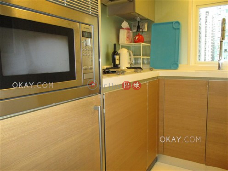 Generous 2 bedroom on high floor with balcony | Rental | 108 Hollywood Road | Central District | Hong Kong | Rental | HK$ 30,000/ month