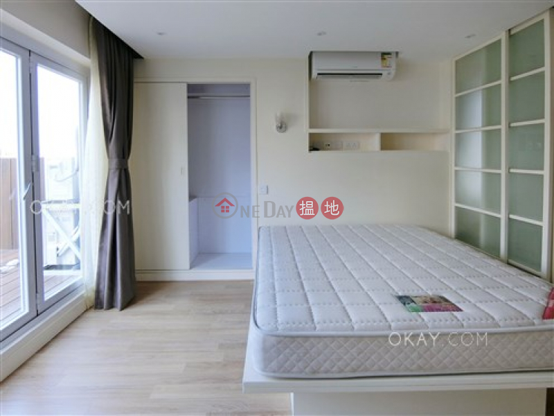 Tasteful 1 bedroom on high floor with rooftop | For Sale | Lascar Court 麗雅苑 Sales Listings