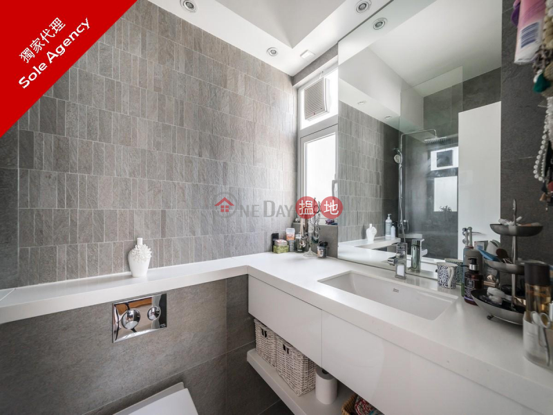 HK$ 18.5M, Skyview Cliff, Western District, 2 Bedroom Flat for Sale in Mid Levels West