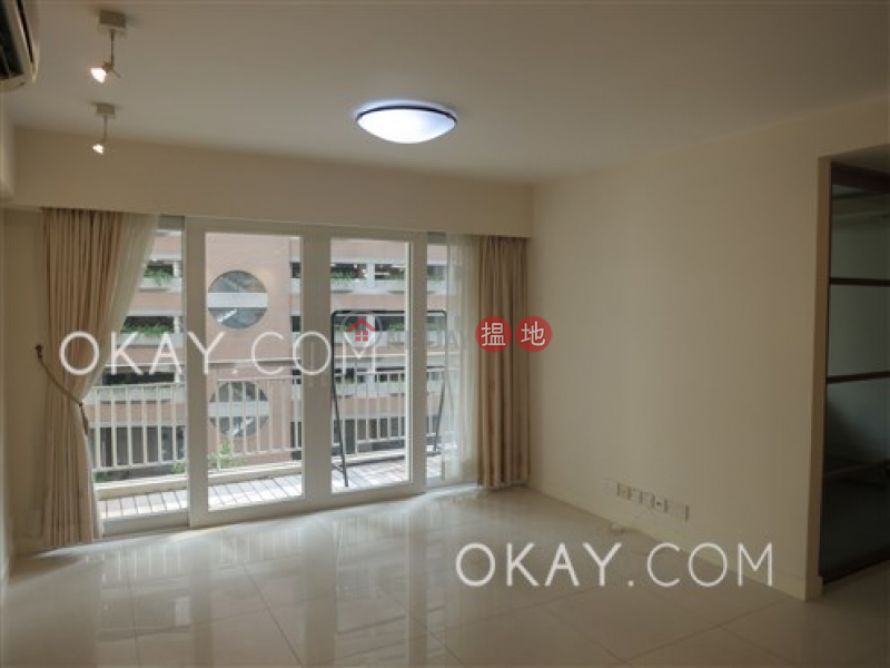 Efficient 2 bedroom with balcony | For Sale | Block 5 Phoenix Court 鳳凰閣 5座 Sales Listings