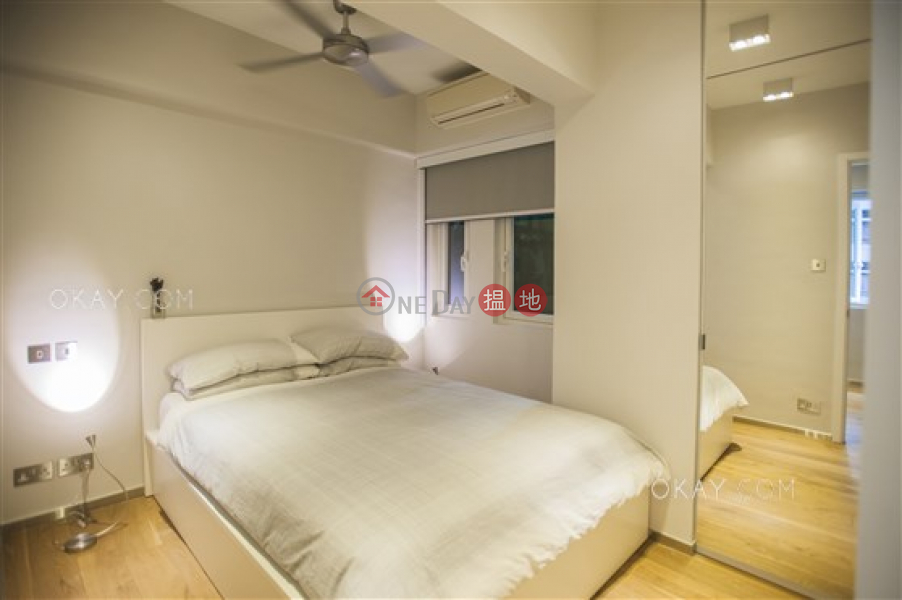 Generous 1 bedroom in Sheung Wan | Rental | Nam Pak Hong Building 南北行大廈 Rental Listings