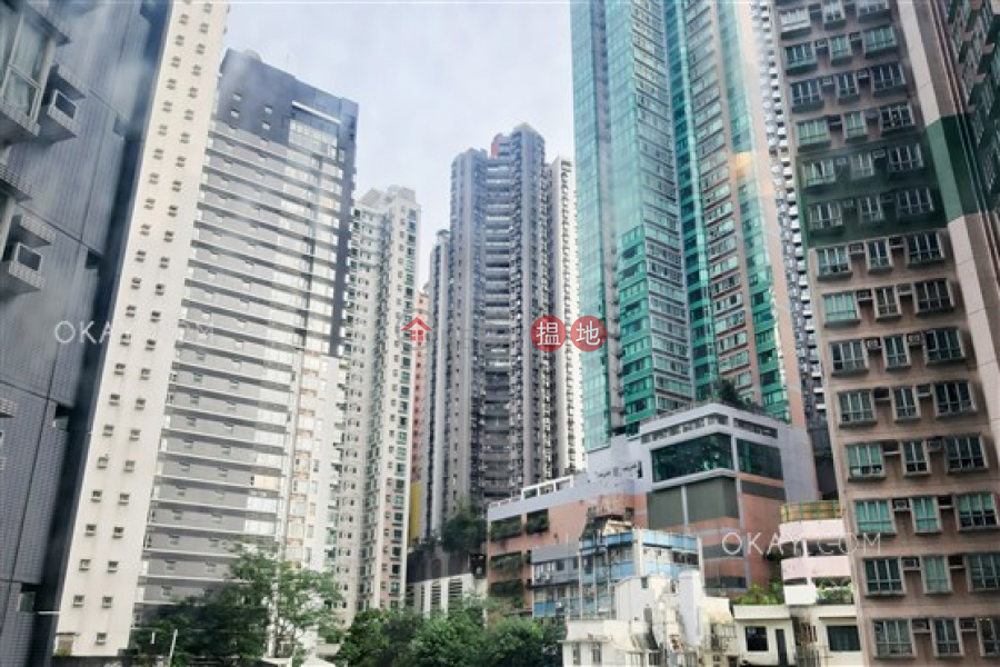 HK$ 36,000/ month, Centrestage, Central District Tasteful 3 bedroom with balcony | Rental