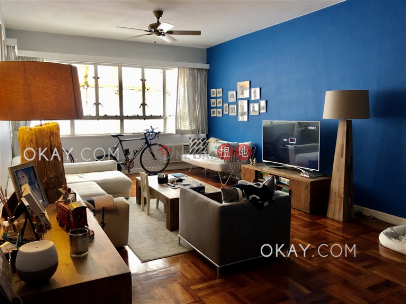 Stylish 3 bedroom with balcony & parking | Rental | Panorama 全景大廈 Rental Listings