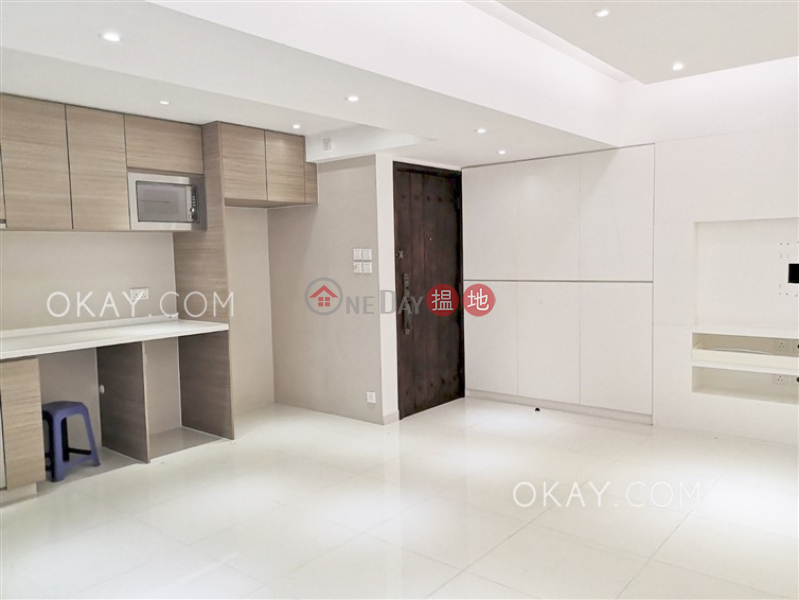 Unique 2 bedroom with balcony   Rental, Continental Mansion 五洲大廈 Rental Listings   Eastern District (OKAY-R391515)
