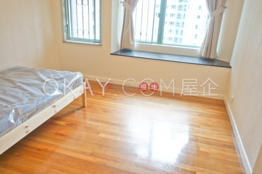 3房2廁,實用率高,極高層,星級會所雍景臺出租單位-70羅便臣道   西區 香港-出租HK$ 58,000/ 月