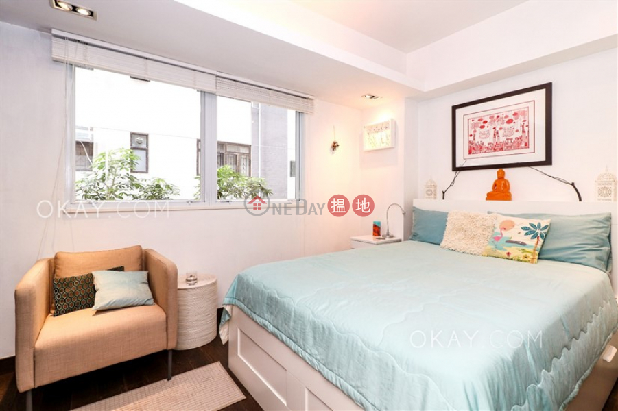 HK$ 13.9M, Chong Yuen, Western District | Charming 2 bedroom with balcony | For Sale