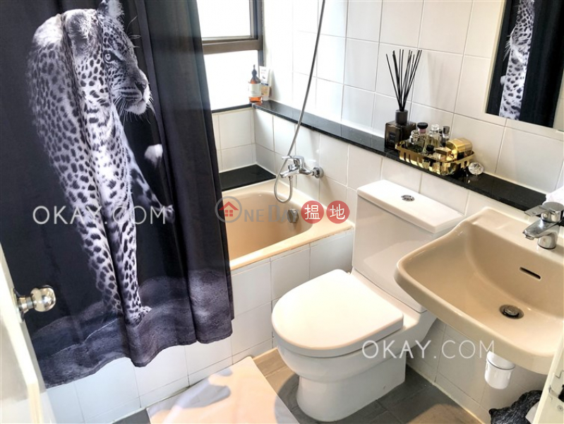 HK$ 25,000/ month | Discovery Bay, Phase 3 Parkvale Village, Woodland Court Lantau Island, Generous 3 bed on high floor with sea views & balcony | Rental